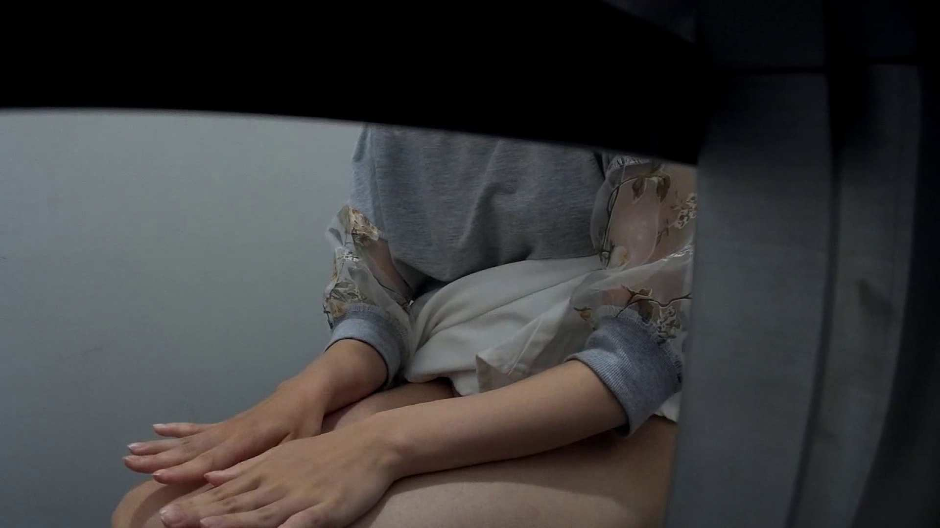 有名大学女性洗面所 vol.40 ??おまじない的な動きをする子がいます。 投稿物 | 排泄  22連発 1