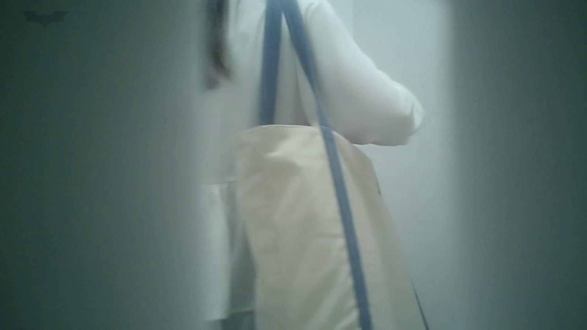 有名大学女性洗面所 vol.40 ??おまじない的な動きをする子がいます。 和式 盗撮画像 22連発 5