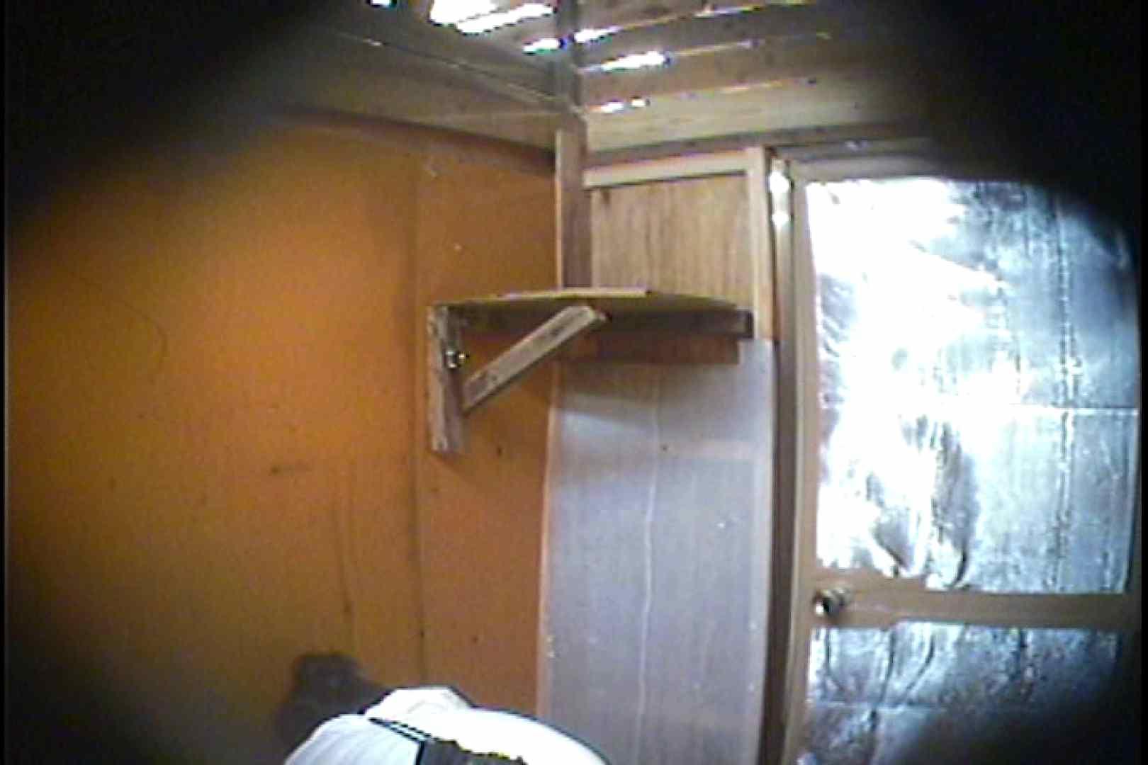 海の家の更衣室 Vol.37 シャワーシーン 盗撮画像 47連発 11