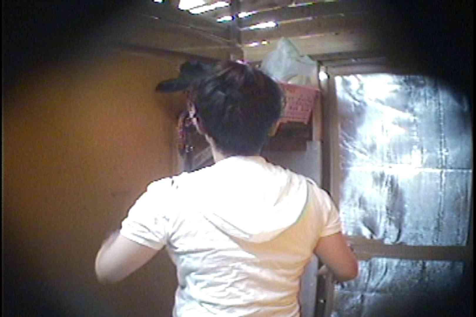 海の家の更衣室 Vol.37 シャワーシーン 盗撮画像 47連発 47