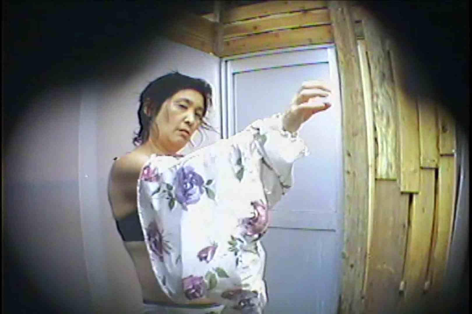 海の家の更衣室 Vol.53 いやらしいOL 盗撮画像 66連発 62