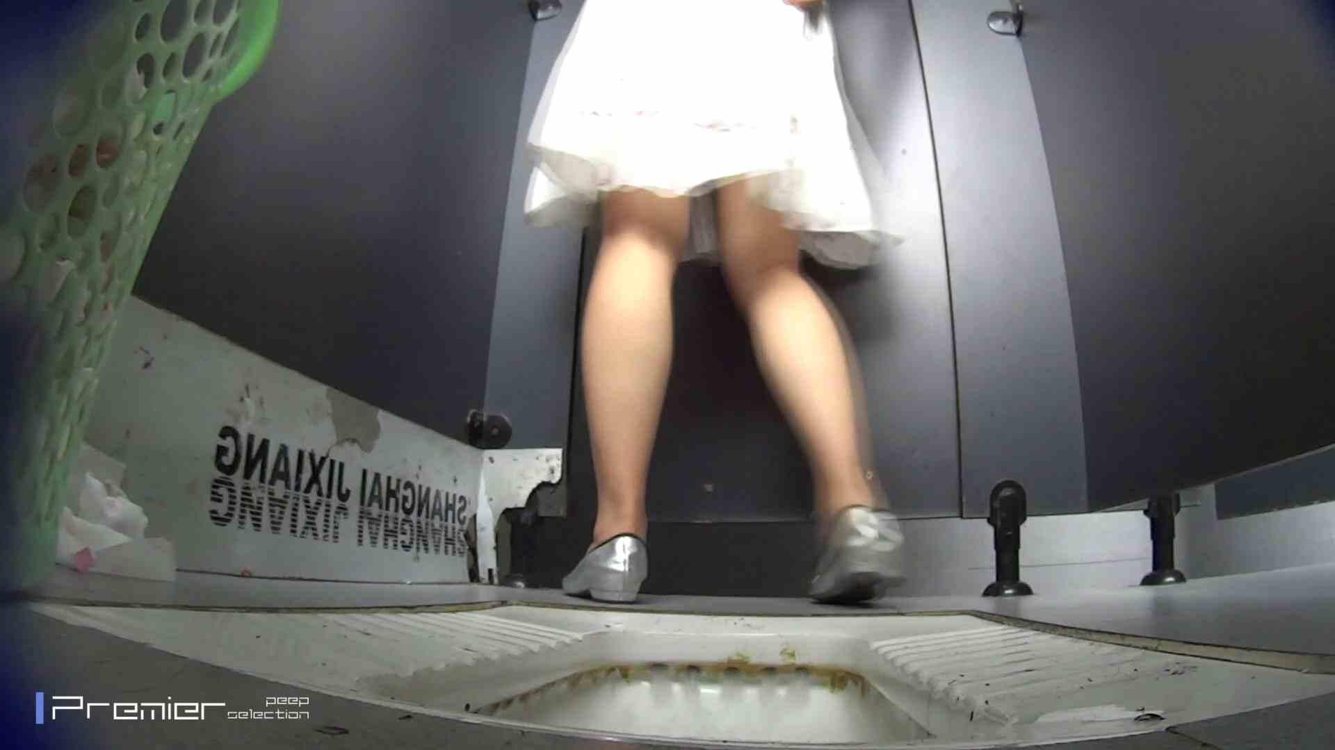 おまたの下から覗く顔 大学休憩時間の洗面所事情43 お姉さん スケベ動画紹介 53連発 29
