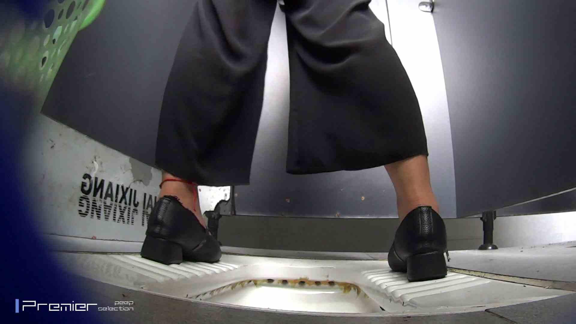 夏全開!ハーフパンツのギャル達 大学休憩時間の洗面所事情44 0  60連発 8