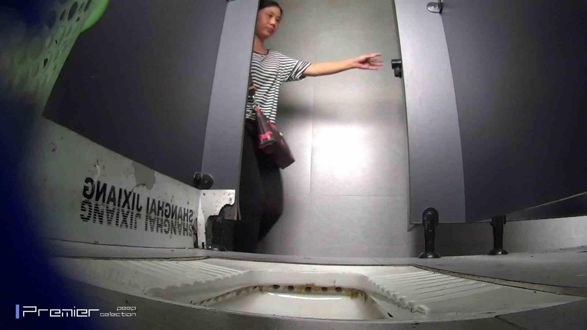 夏全開!ハーフパンツのギャル達 大学休憩時間の洗面所事情44 パンツ おめこ無修正動画無料 60連発 22