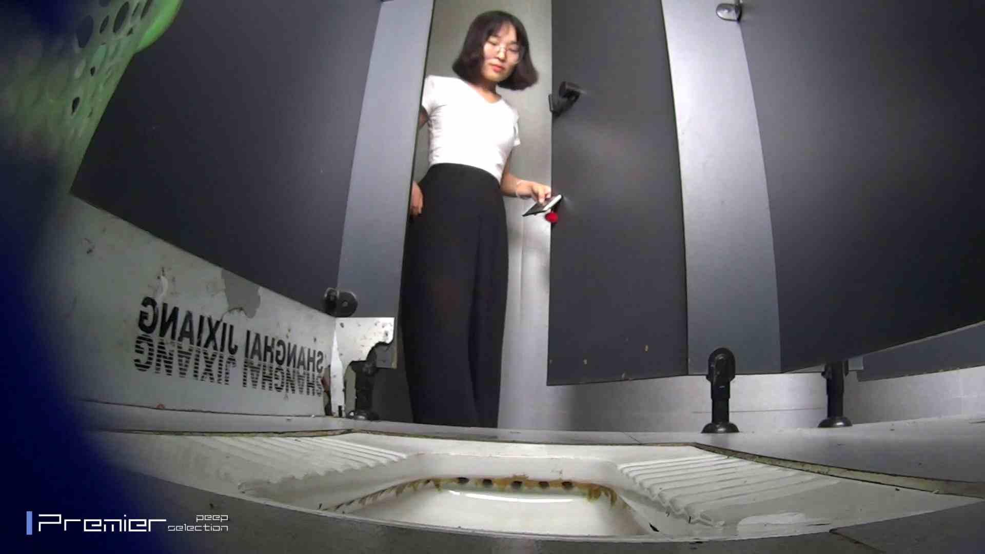 夏全開!ハーフパンツのギャル達 大学休憩時間の洗面所事情44 お姉さん 盗み撮り動画 60連発 39