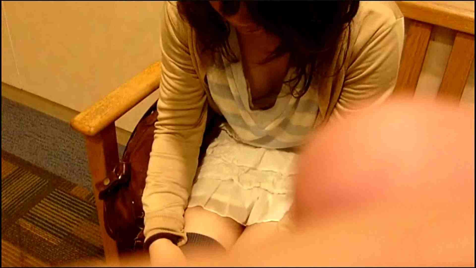 NO.3 某イオNN店内のエレベーター前でケータイに夢中な女の子 チラ エロ画像 50連発 10