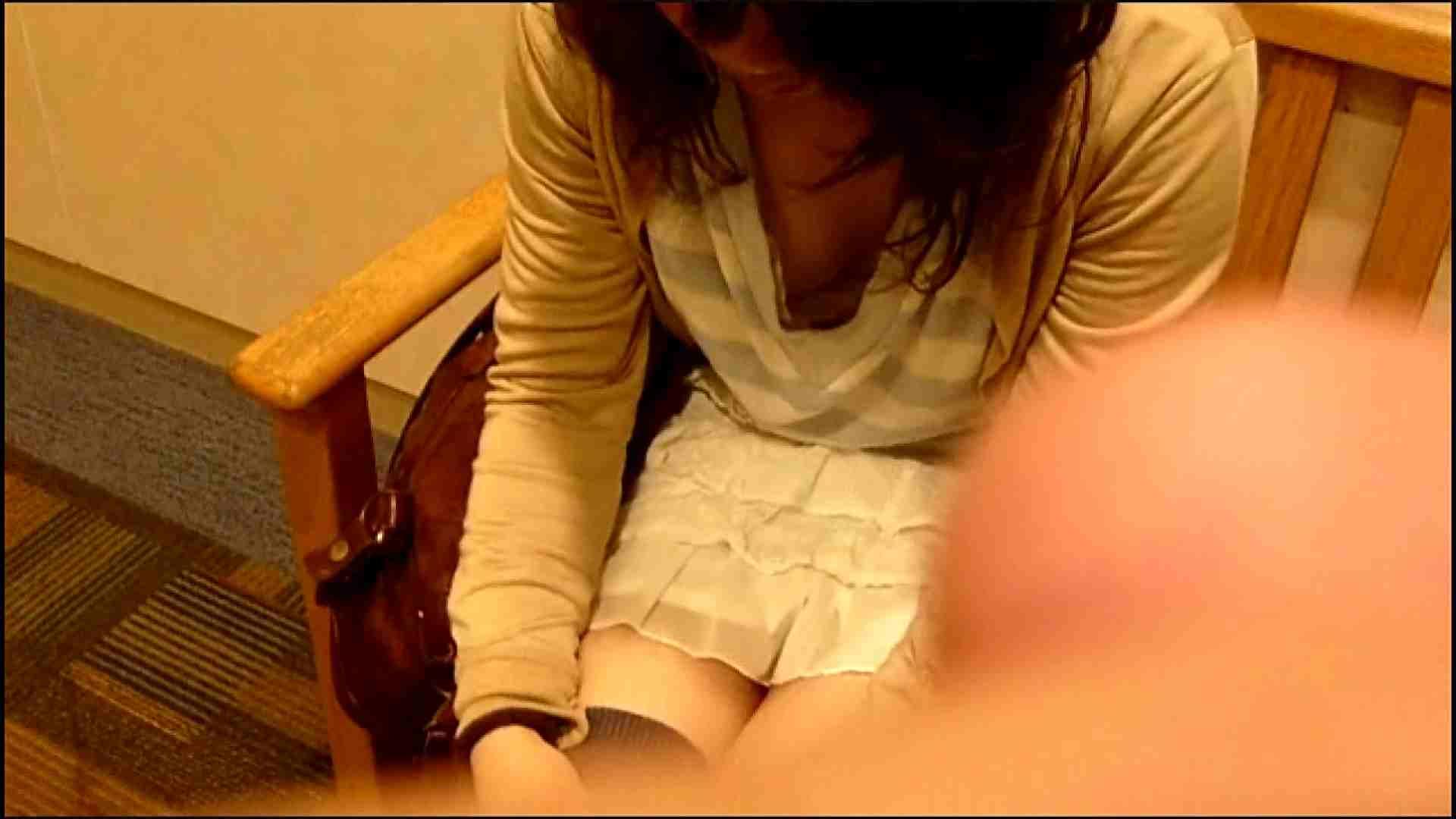 NO.3 某イオNN店内のエレベーター前でケータイに夢中な女の子 お姉さんの胸チラ AV動画キャプチャ 50連発 11