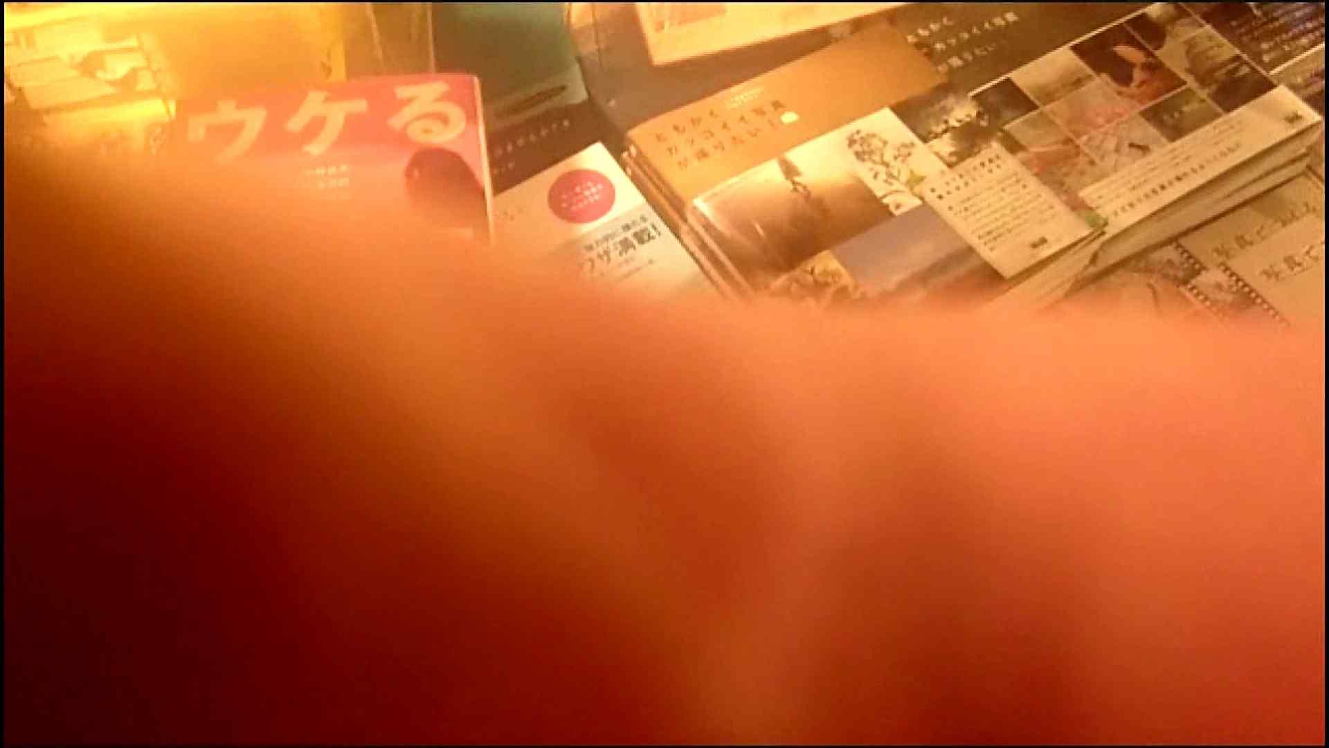 NO.3 某イオNN店内のエレベーター前でケータイに夢中な女の子 お姉さんの胸チラ AV動画キャプチャ 50連発 15
