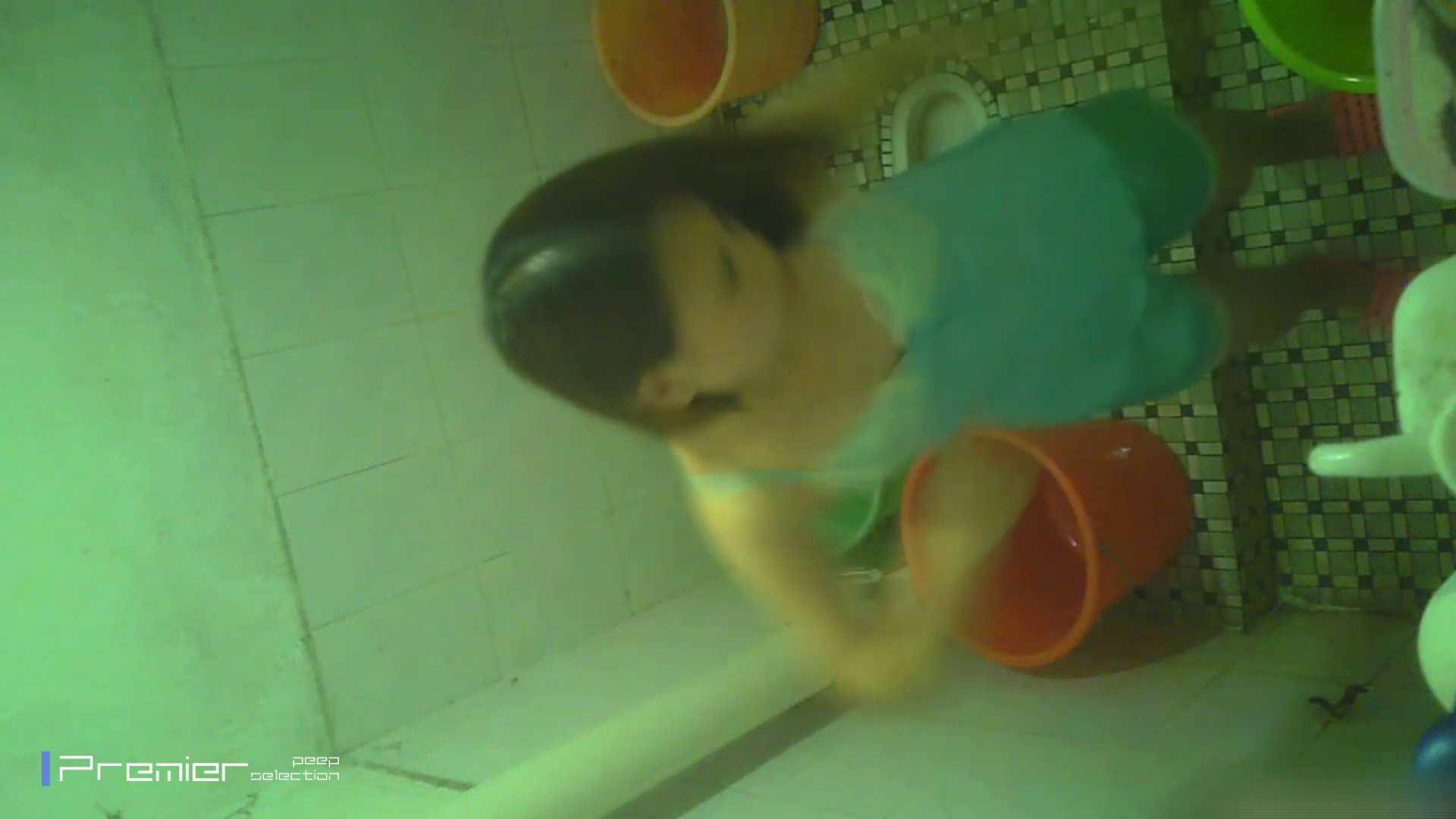 美女の痴態に密着!洗面所で体を洗う!絶世の美女 Vol.06 チラ 戯れ無修正画像 86連発 14