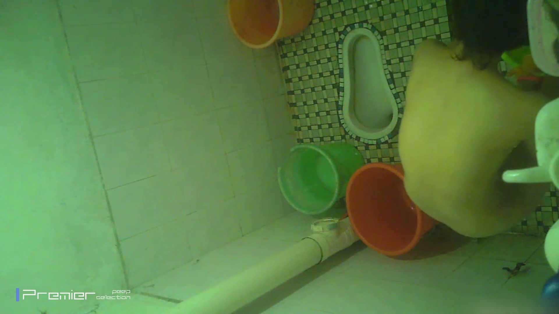美女の痴態に密着!洗面所で体を洗う!絶世の美女 Vol.06 パンチラ オマンコ動画キャプチャ 86連発 71