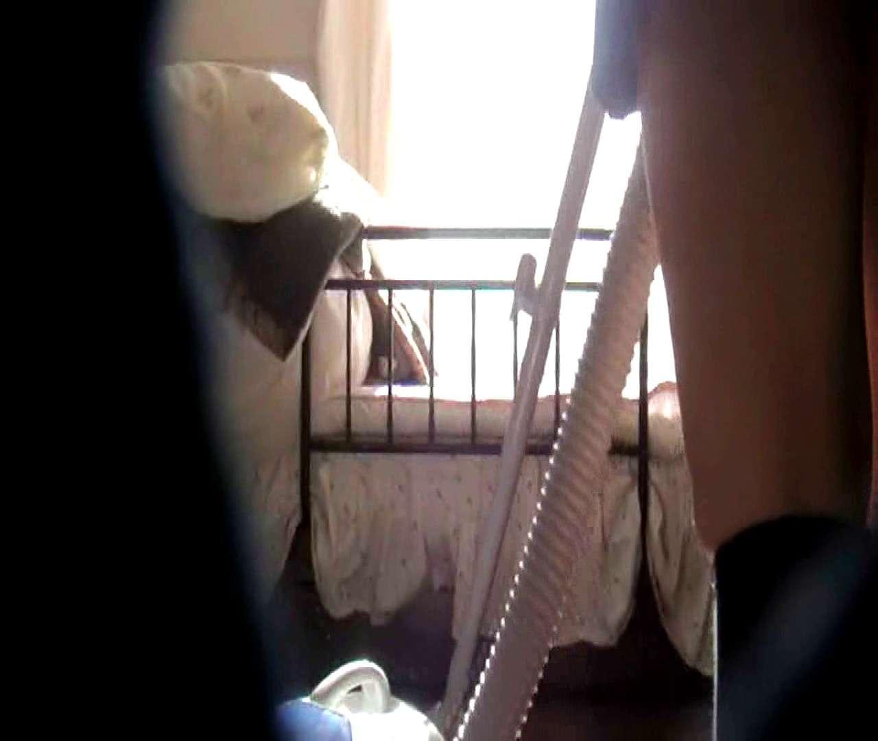 vol.3 まどかがパンツを見せながら部屋掃除、洗面所も少しどうぞ。 いやらしいOL すけべAV動画紹介 54連発 14