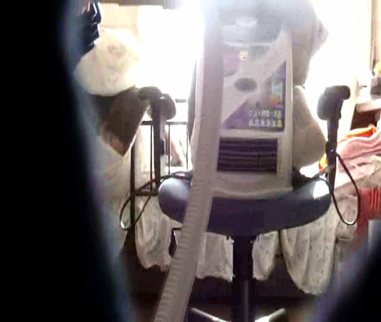 vol.3 まどかがパンツを見せながら部屋掃除、洗面所も少しどうぞ。 いやらしいOL すけべAV動画紹介 54連発 18
