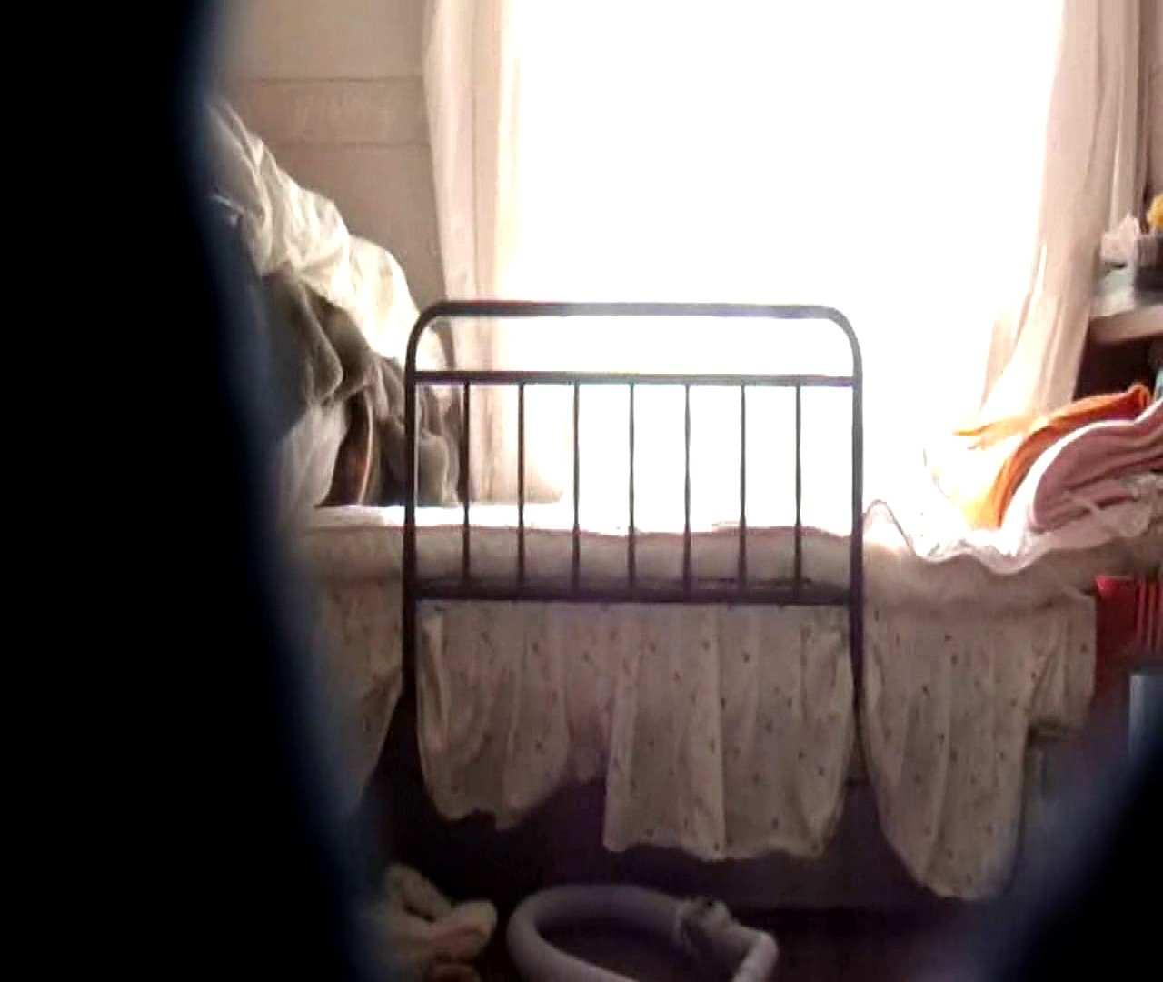 vol.3 まどかがパンツを見せながら部屋掃除、洗面所も少しどうぞ。 洗面所 ワレメ動画紹介 54連発 31