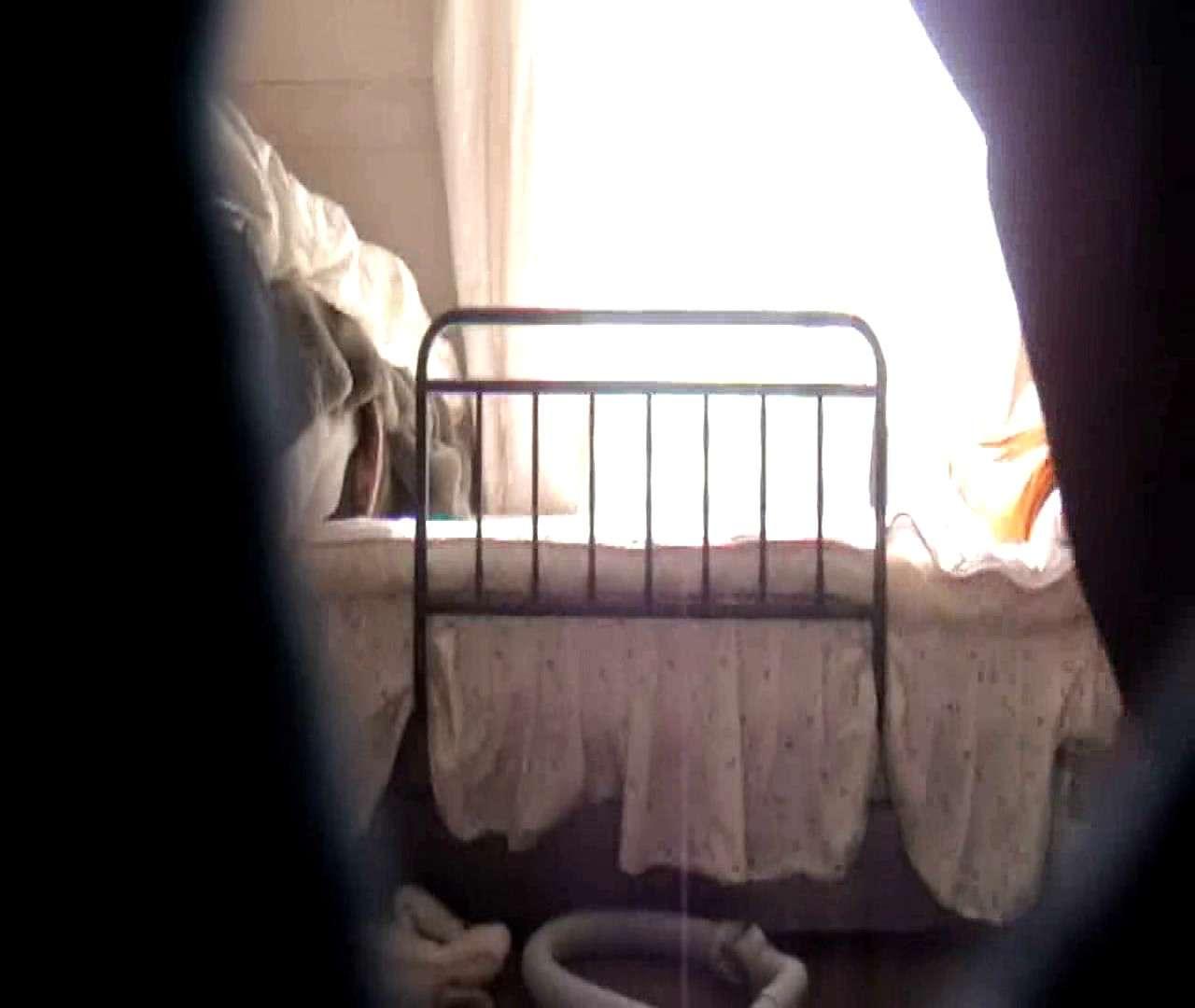 vol.3 まどかがパンツを見せながら部屋掃除、洗面所も少しどうぞ。 0 | パンツ  54連発 33