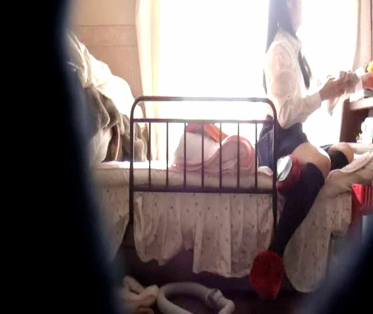vol.3 まどかがパンツを見せながら部屋掃除、洗面所も少しどうぞ。 洗面所 ワレメ動画紹介 54連発 43