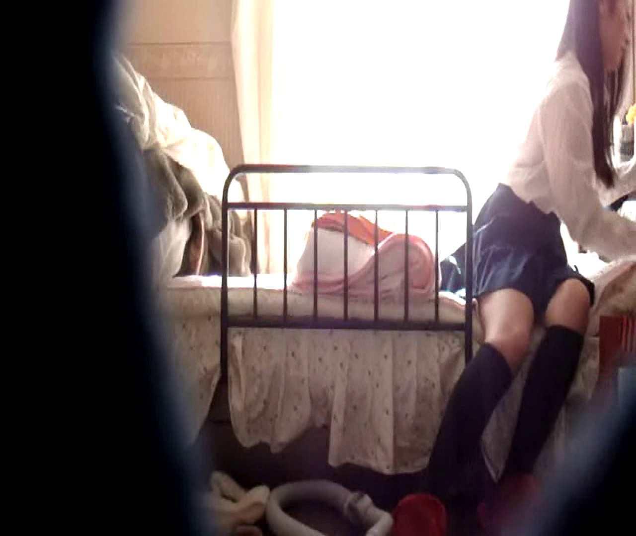 vol.3 まどかがパンツを見せながら部屋掃除、洗面所も少しどうぞ。 0 | パンツ  54連発 53