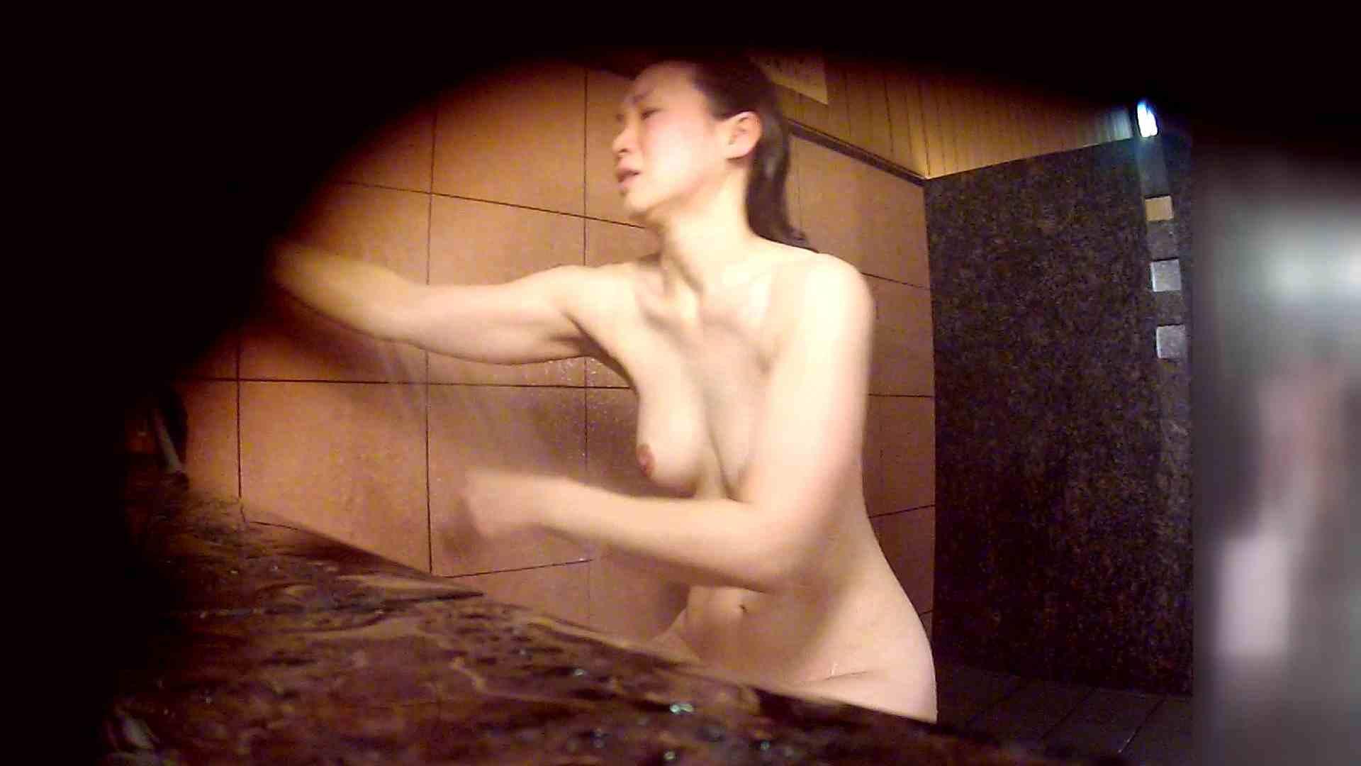 洗い場!マッスルお嬢さん!でもオッパイだけは柔らかそうです。 0  30連発 16