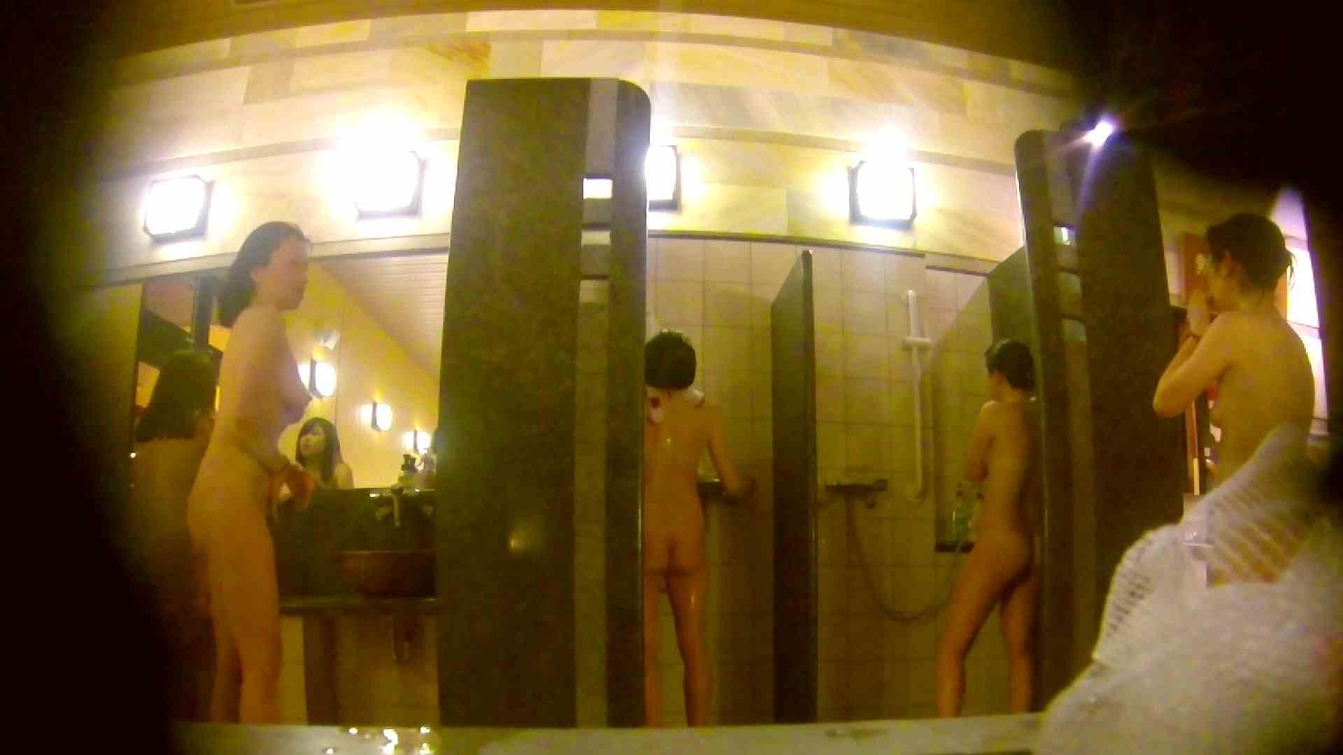 オムニバス!洗い場、通路など色々な裸体が見れてお得です。 裸体 ワレメ動画紹介 89連発 8