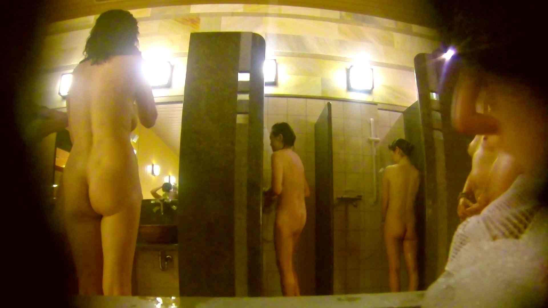 オムニバス!洗い場、通路など色々な裸体が見れてお得です。 裸体 ワレメ動画紹介 89連発 13