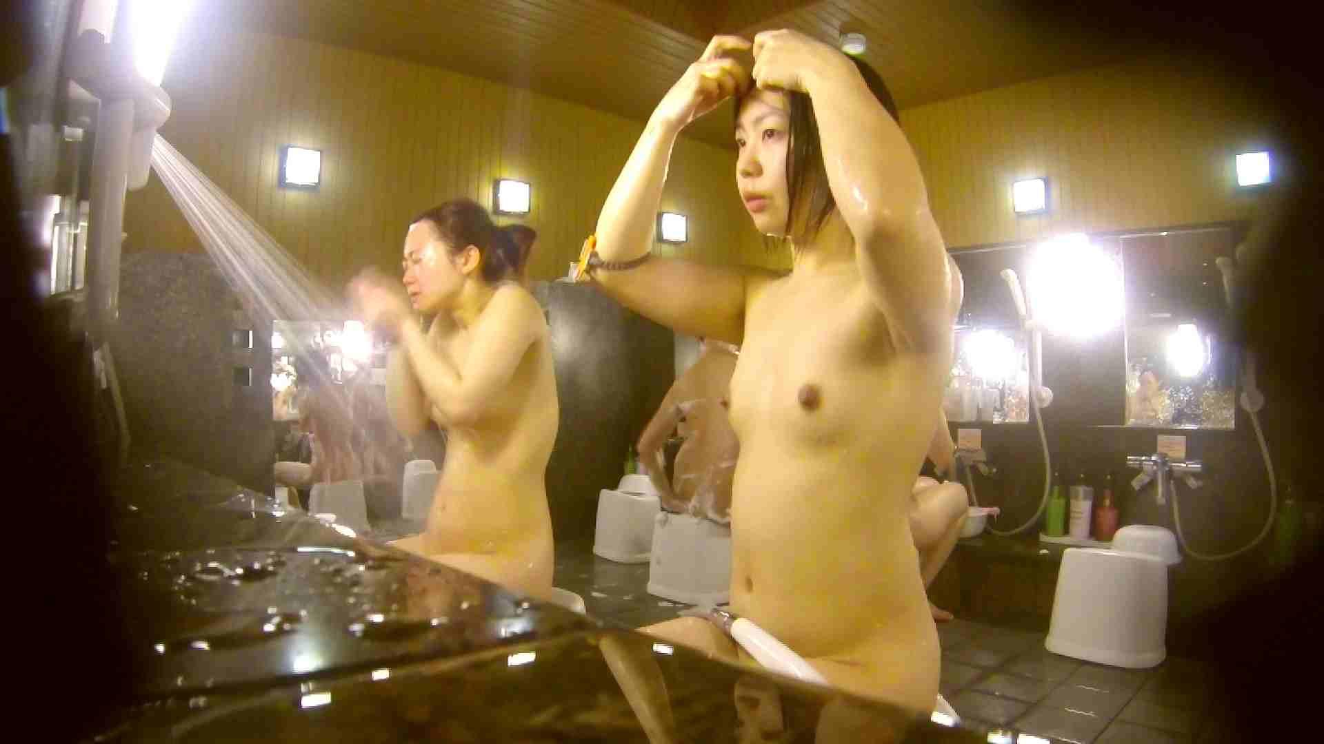オムニバス!洗い場、通路など色々な裸体が見れてお得です。 裸体 ワレメ動画紹介 89連発 23