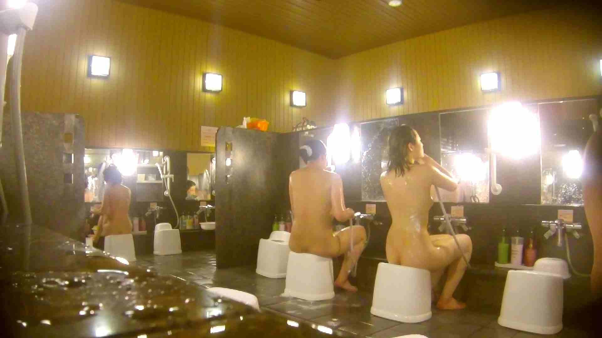 オムニバス!洗い場、通路など色々な裸体が見れてお得です。 裸体 ワレメ動画紹介 89連発 38