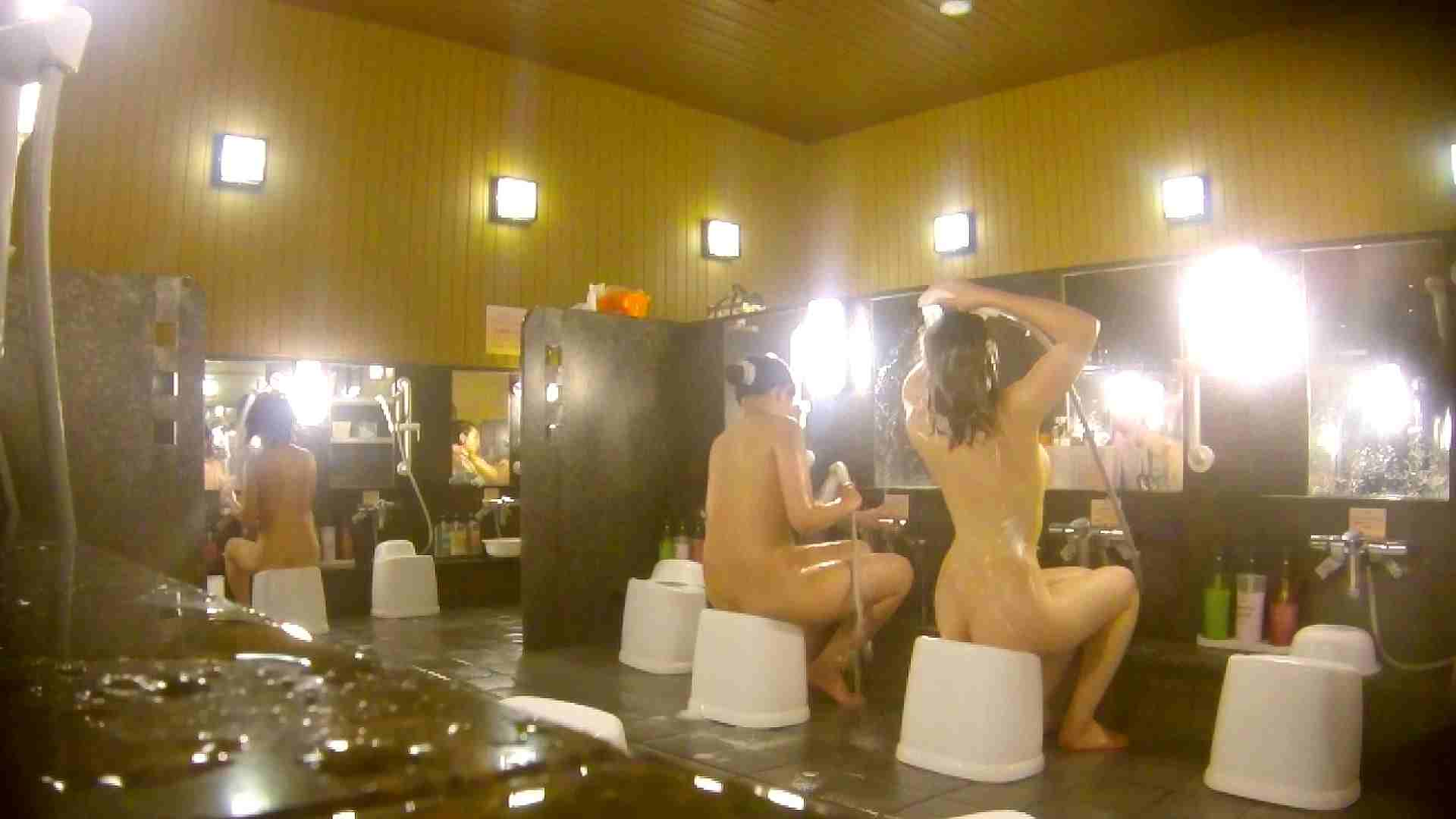 オムニバス!洗い場、通路など色々な裸体が見れてお得です。 銭湯 スケベ動画紹介 89連発 39