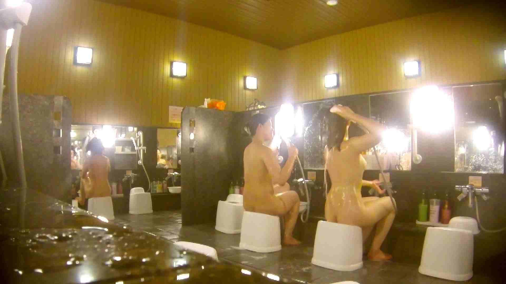 オムニバス!洗い場、通路など色々な裸体が見れてお得です。 0   0  89連発 41