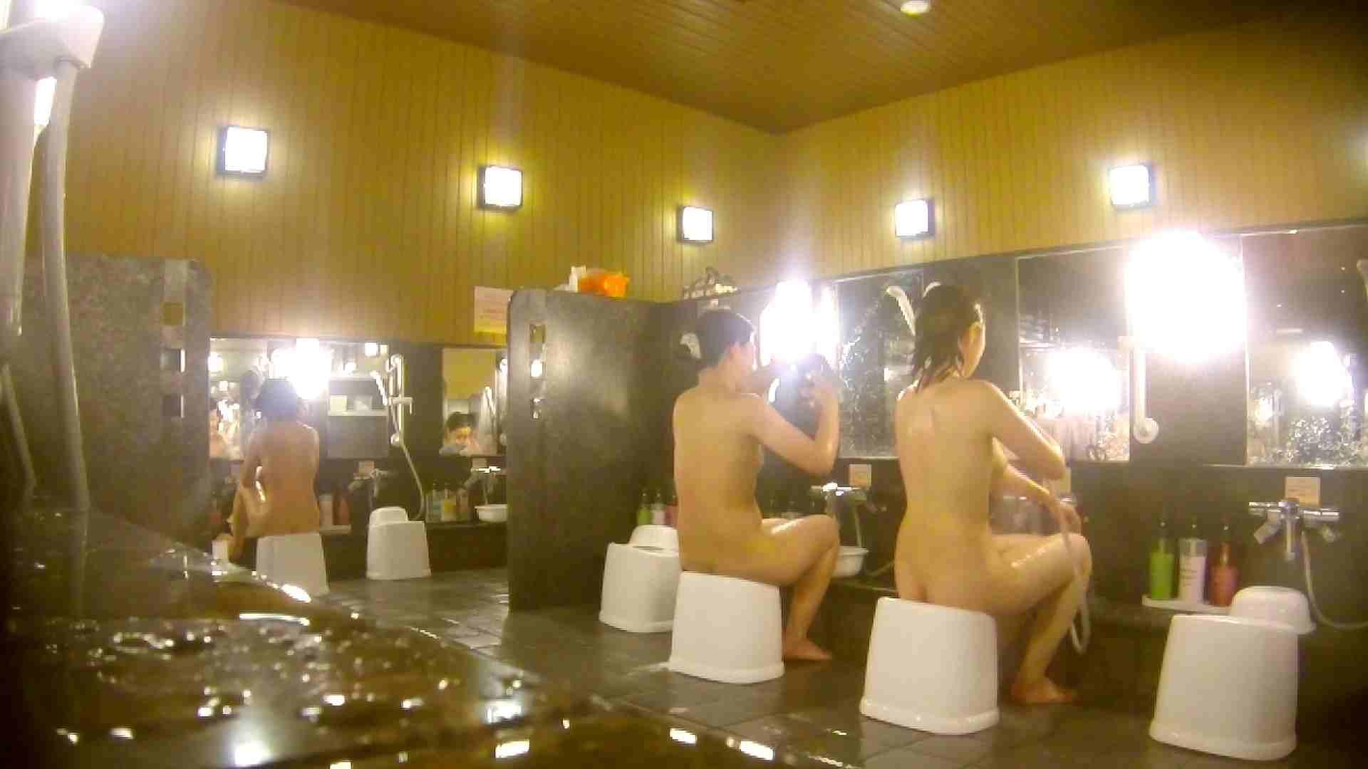 オムニバス!洗い場、通路など色々な裸体が見れてお得です。 銭湯 スケベ動画紹介 89連発 44