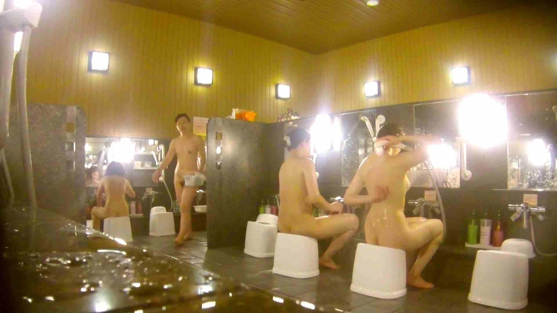 オムニバス!洗い場、通路など色々な裸体が見れてお得です。 0   0  89連発 46