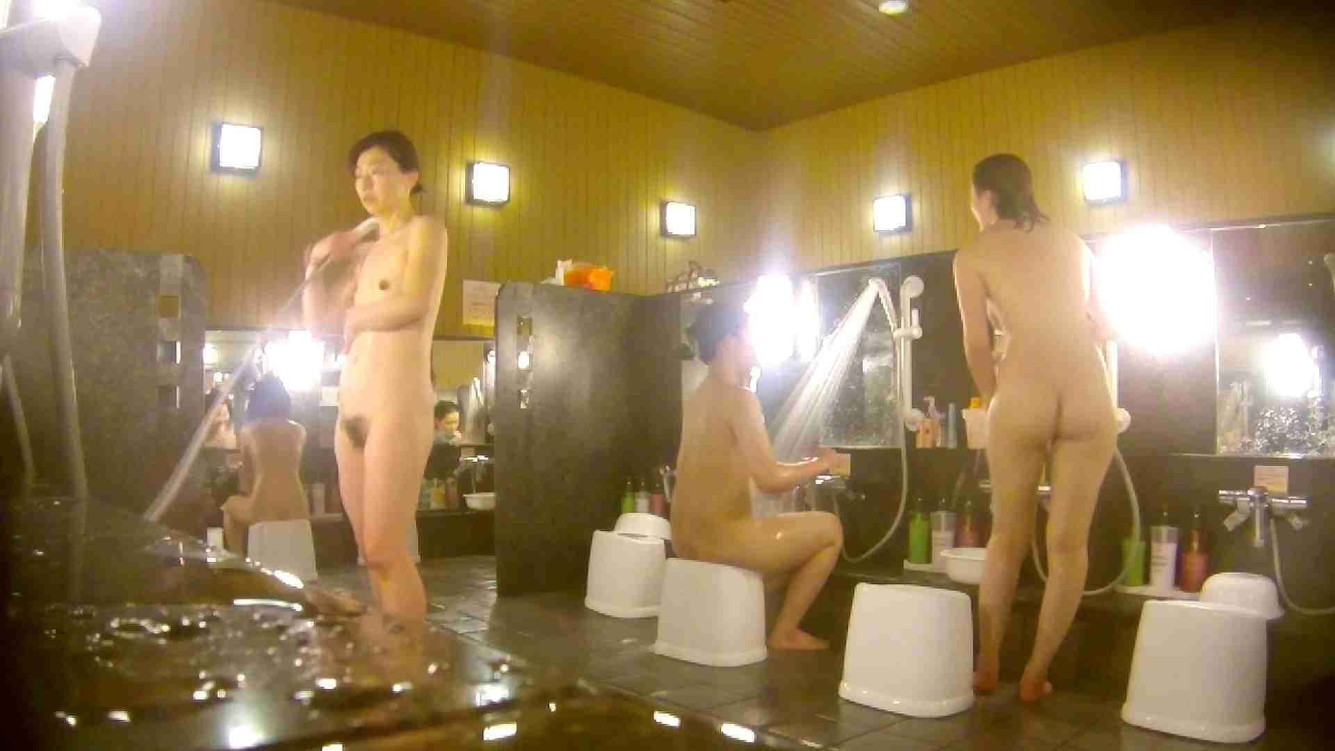 オムニバス!洗い場、通路など色々な裸体が見れてお得です。 銭湯 スケベ動画紹介 89連発 49