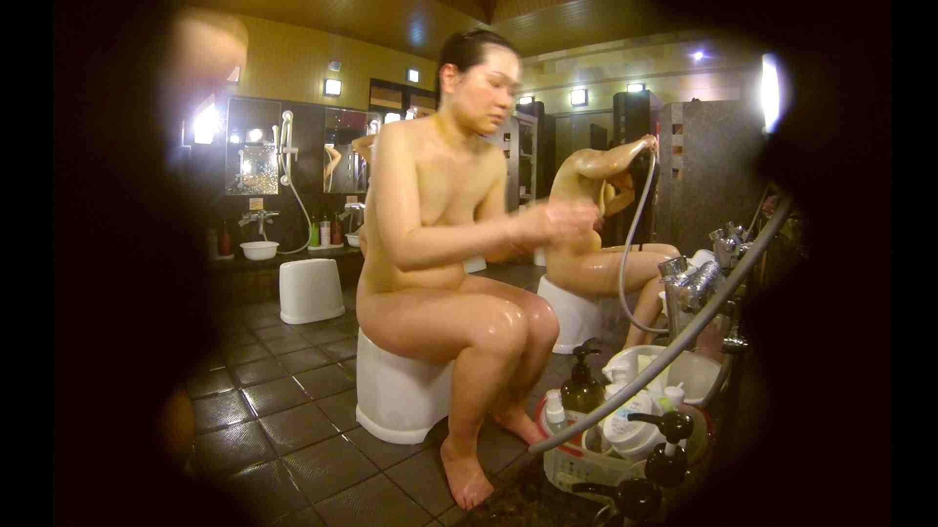 オムニバス!洗い場、通路など色々な裸体が見れてお得です。 0   0  89連発 51