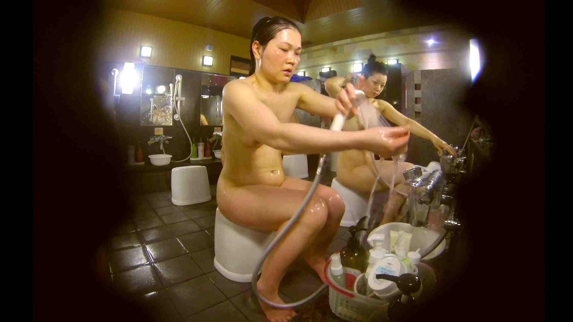 オムニバス!洗い場、通路など色々な裸体が見れてお得です。 裸体 ワレメ動画紹介 89連発 63