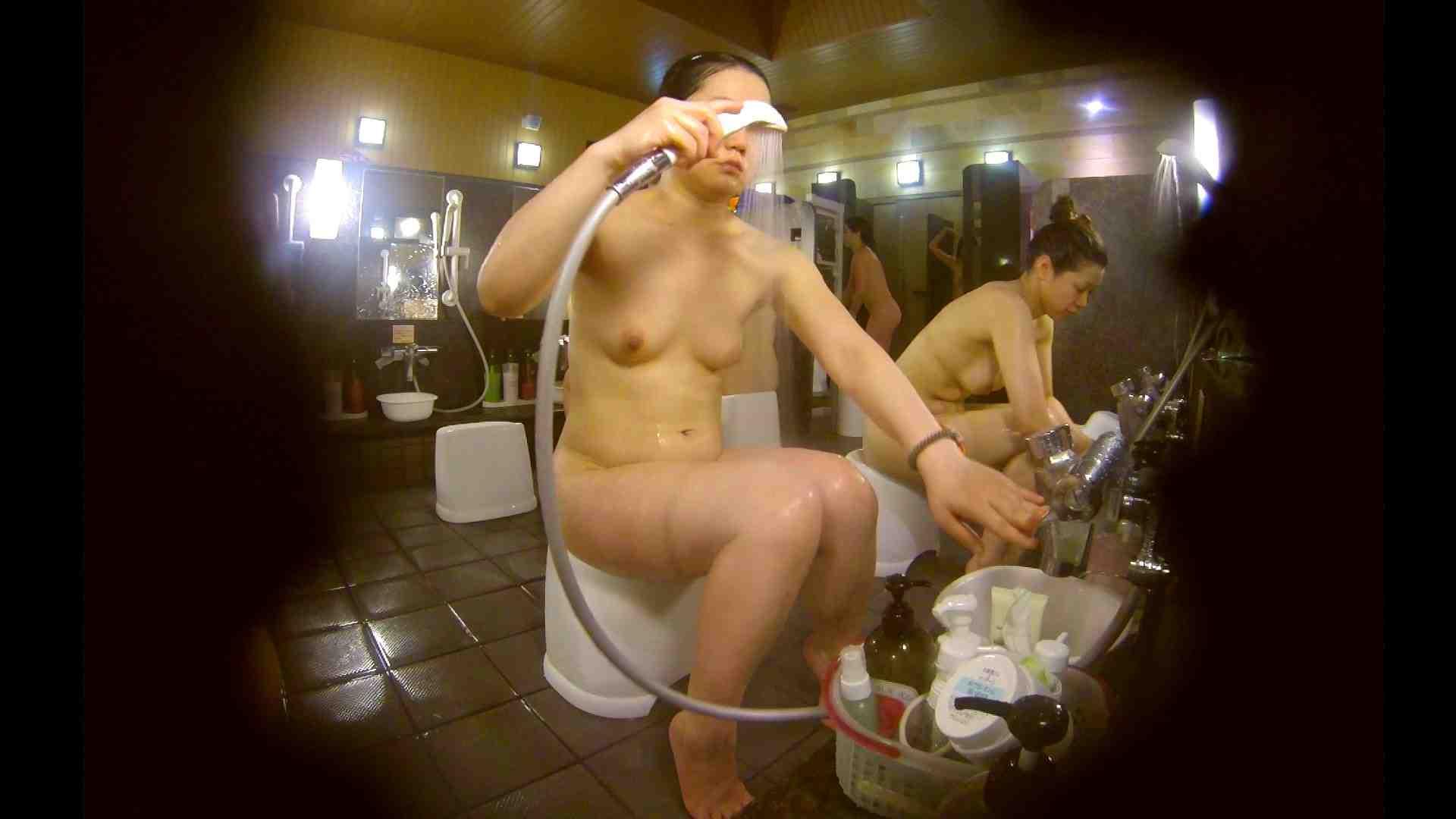 オムニバス!洗い場、通路など色々な裸体が見れてお得です。 0   0  89連発 66