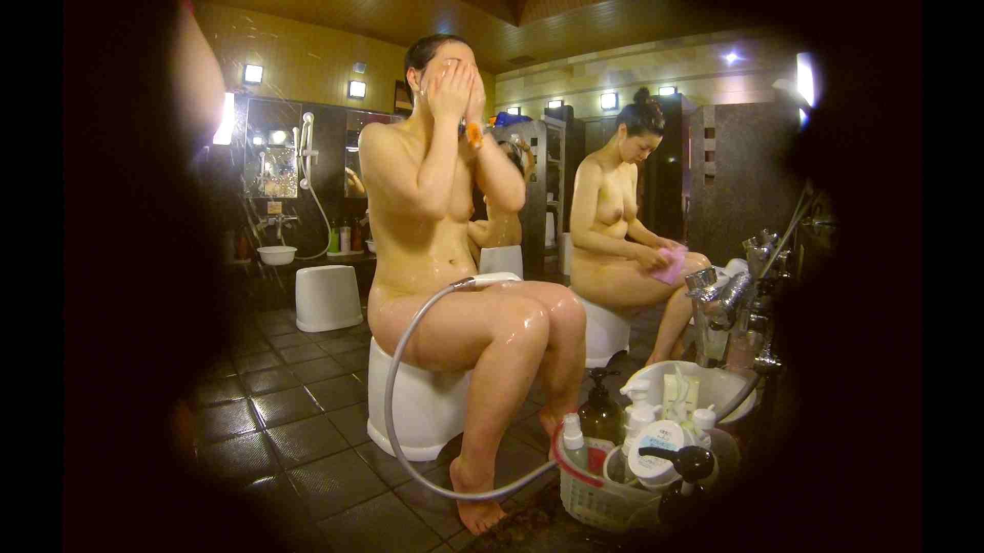 オムニバス!洗い場、通路など色々な裸体が見れてお得です。 0   0  89連発 71