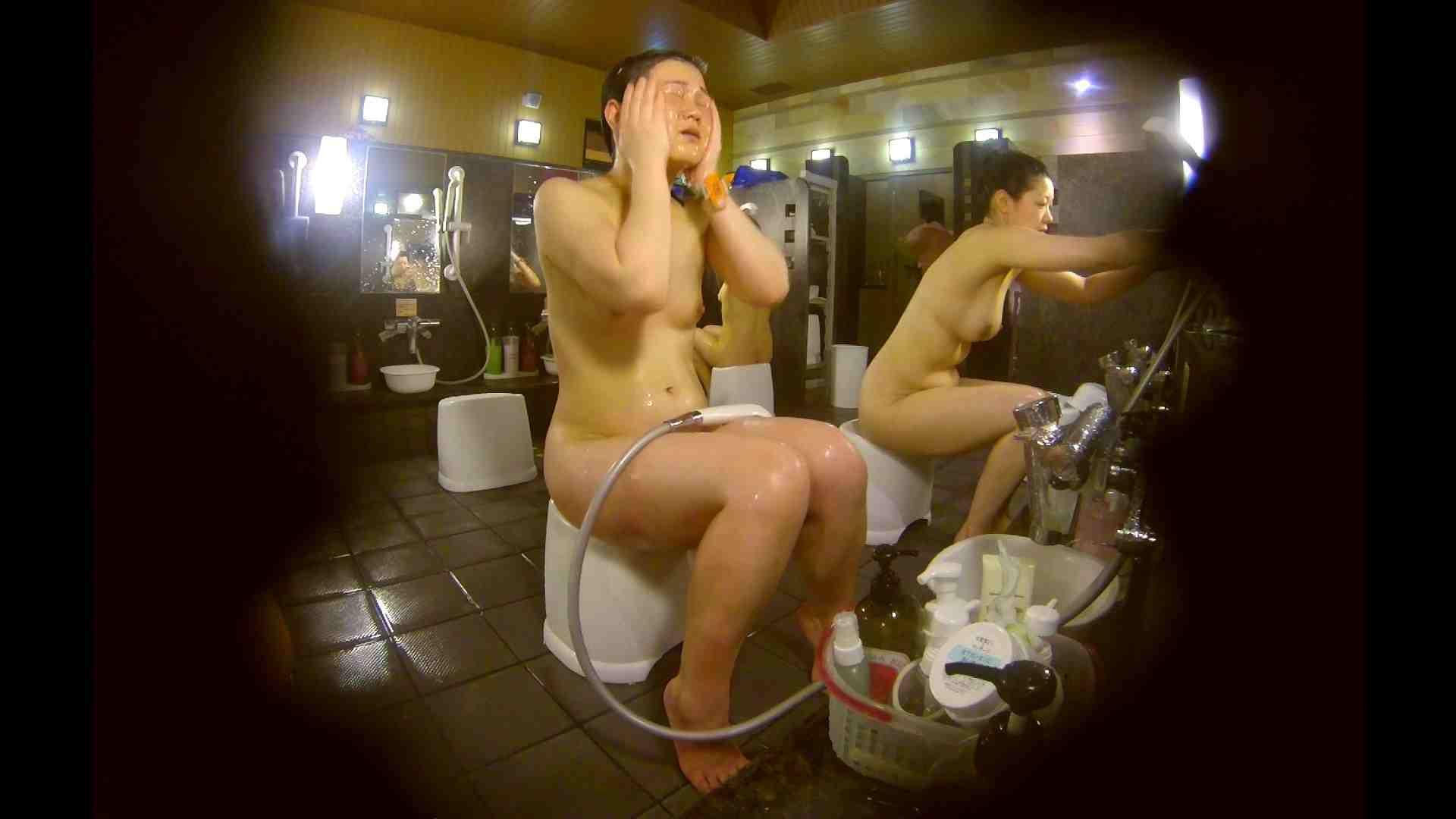 オムニバス!洗い場、通路など色々な裸体が見れてお得です。 裸体 ワレメ動画紹介 89連発 73