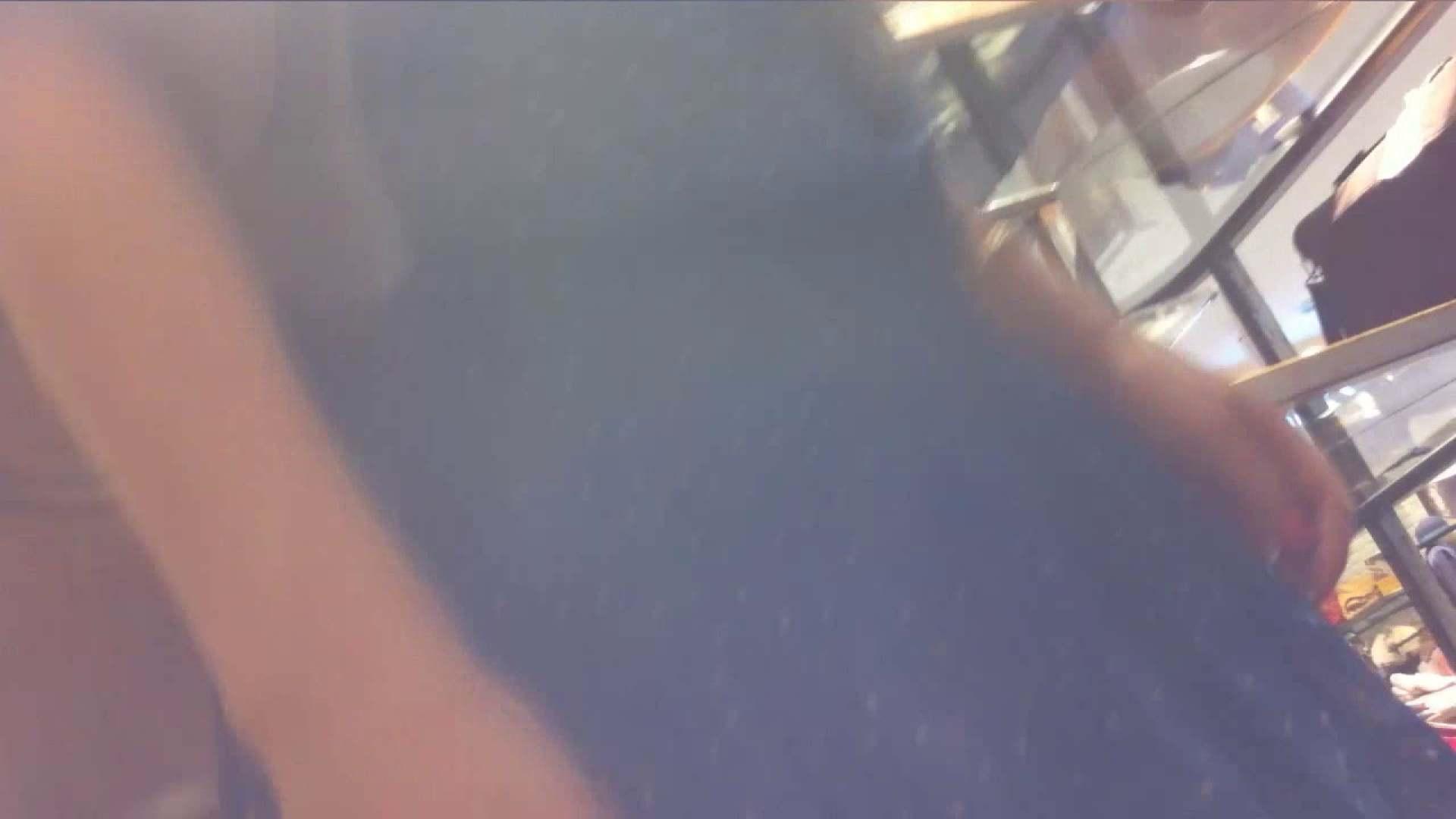 vol.34 美人アパレル胸チラ&パンチラ メガネ属性っていいよね♥ パンチラ 女性器鑑賞 48連発 21