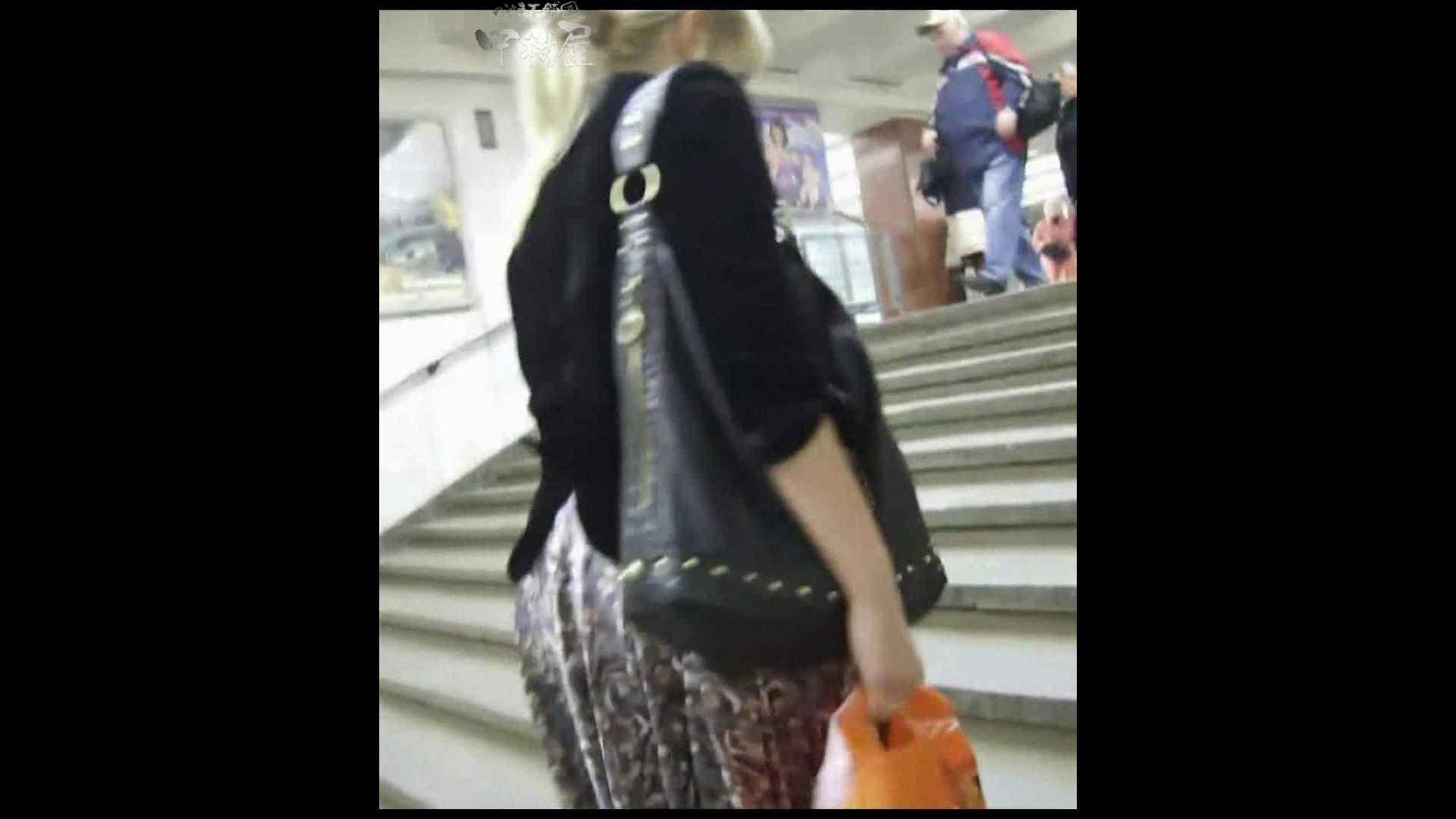 綺麗なモデルさんのスカート捲っちゃおう‼ vol13 そそるぜモデル 盗み撮り動画 16連発 11