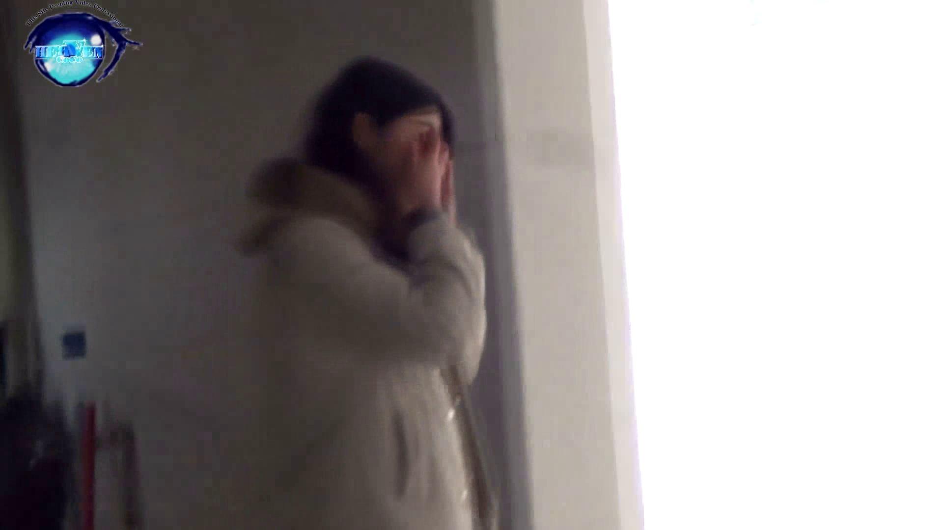 GOD HAND 芸術大学盗撮‼vol.29 いやらしいOL 戯れ無修正画像 100連発 50