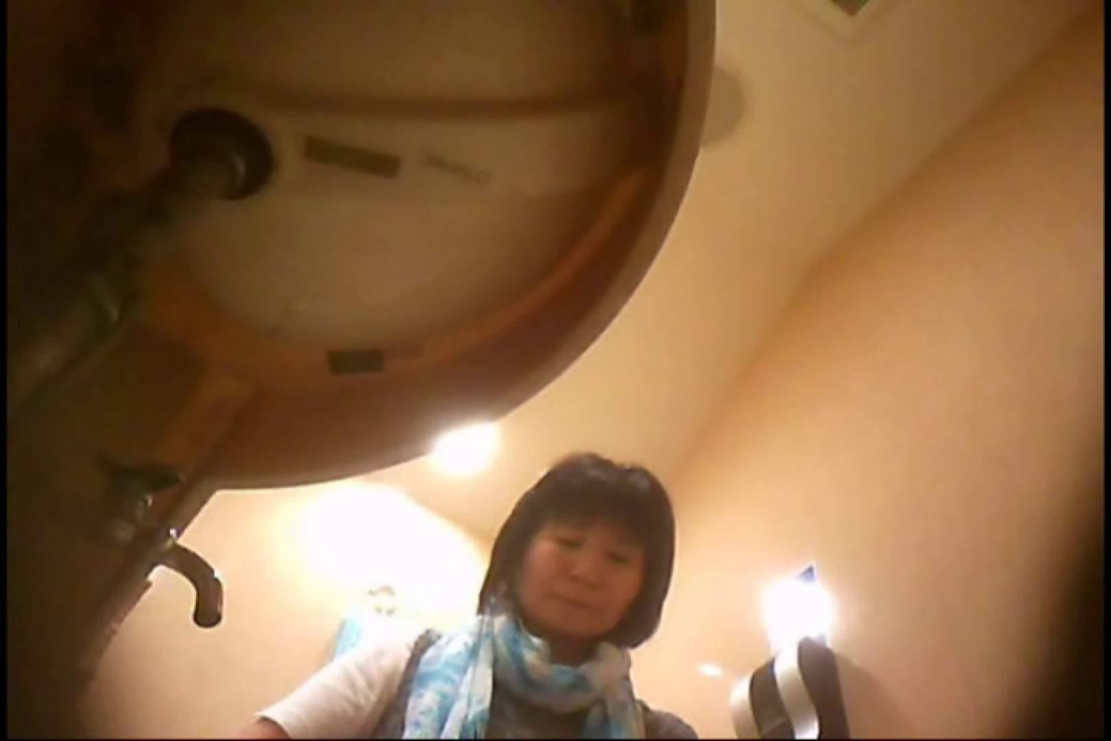 潜入!!女子化粧室盗撮~絶対見られたくない時間~vo,129 いやらしい熟女 エロ無料画像 24連発 23
